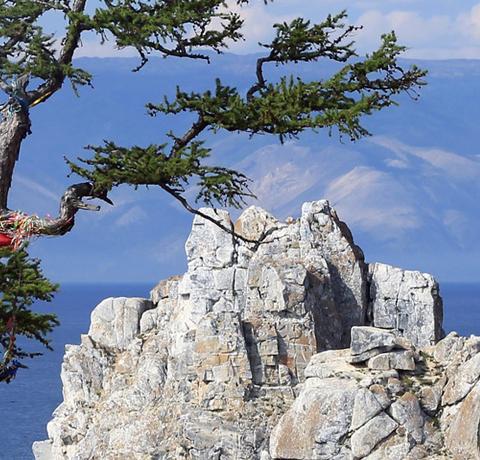 Blick auf den Schamanenfelsen am Baikalsee