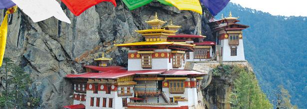 Das Tigernest Kloster wurde in eine 600m Hohe Felswand gebaut