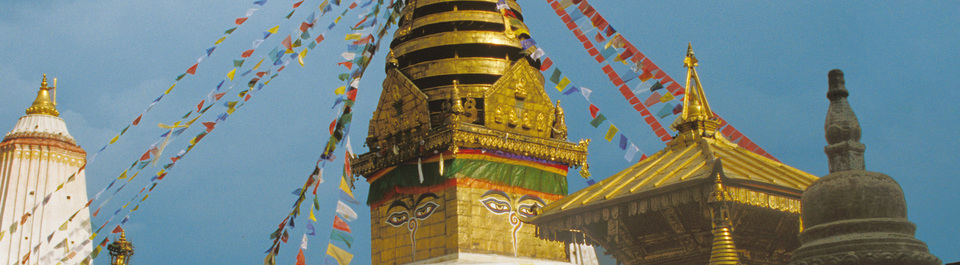 Bodnath Stupa mit Gebetsfahnen auf einer Nepal Reise in Kathmandu