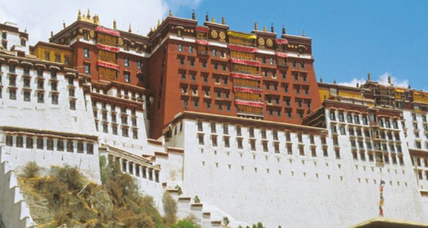 Blick auf den Potala Palast in Lhasa Tibet Reisen