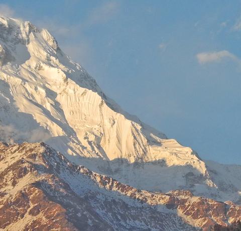 Blick auf einen Annapurna Peak zum Sonnenuntergang in Nepal