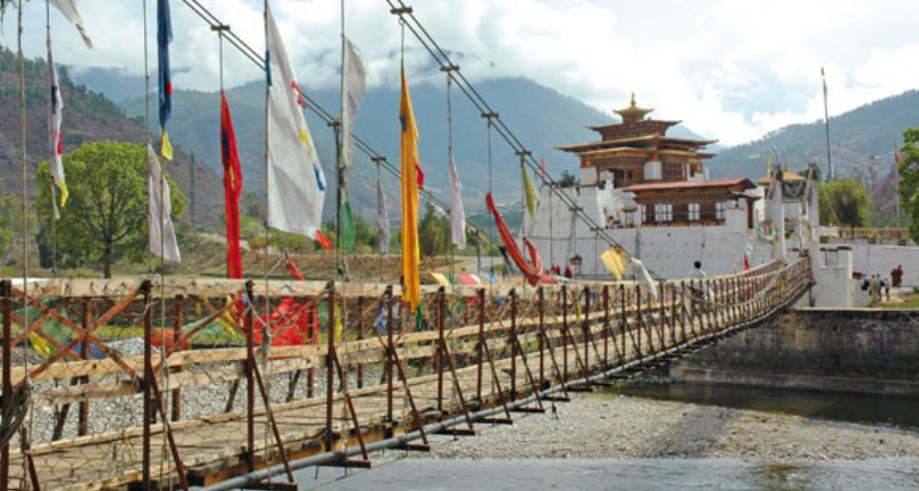 Drahtseilbrücke zum Punakha Kloster in Bhutan