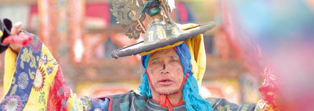 Maskentänze beim Klosterfest in Bhutan