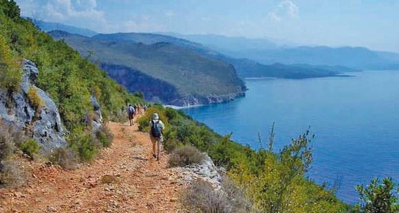 Wanderweg zu einem einsamen Strand in Albanien