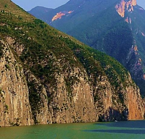 Fluss Yangtse auf dem Weg zum Drei-Schluchten Staudamm in China
